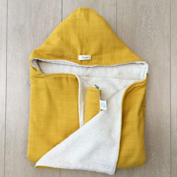 Cape de bain jaune
